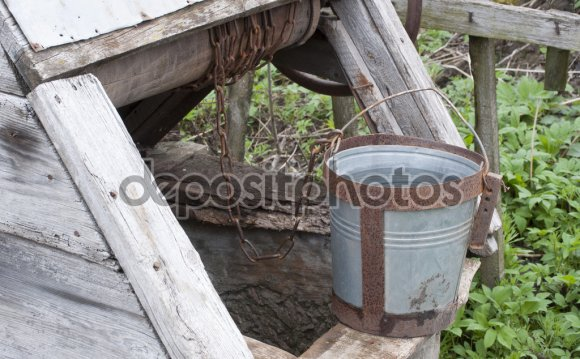 Старый колодец для воды на